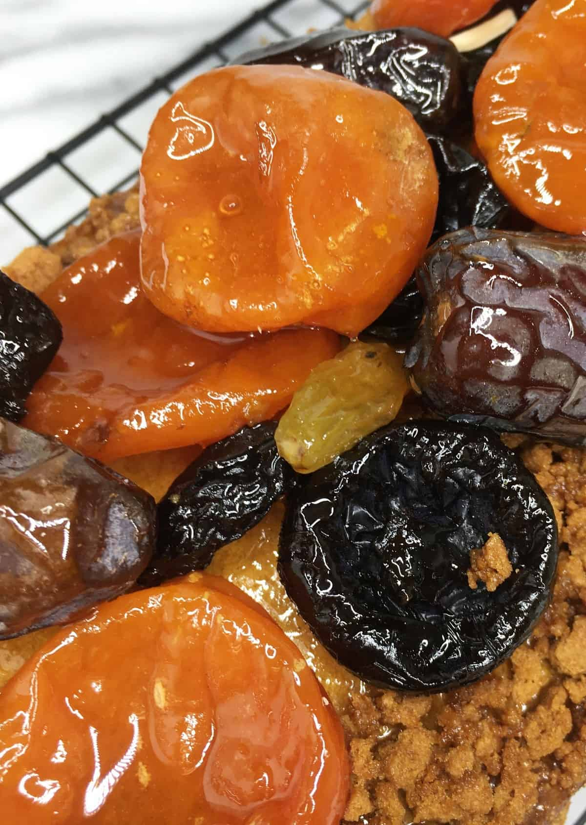 Syrupy dried fruits on top of sweet gingerbread Loaf: Close up