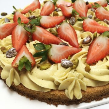 Sable Breton topped with mousseline cream, fresh strawberries and raw pistachios